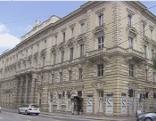 Das alte Sparkassengebäude an der Rainerstraße