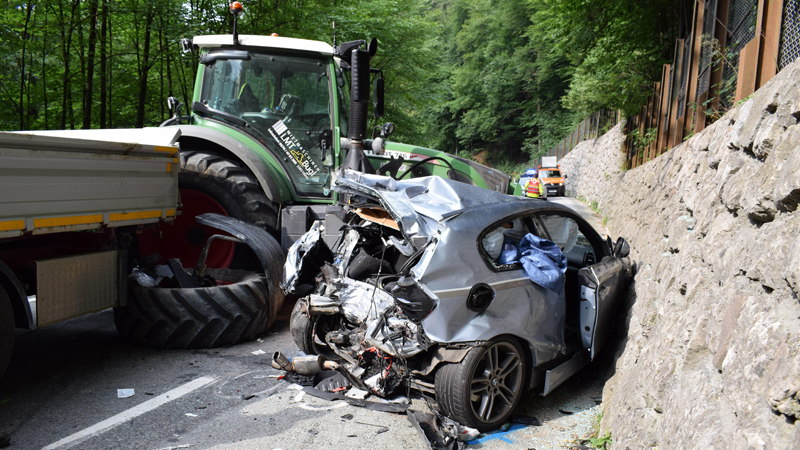 Verkehrsunfall Kufstein Traktor und Pkw