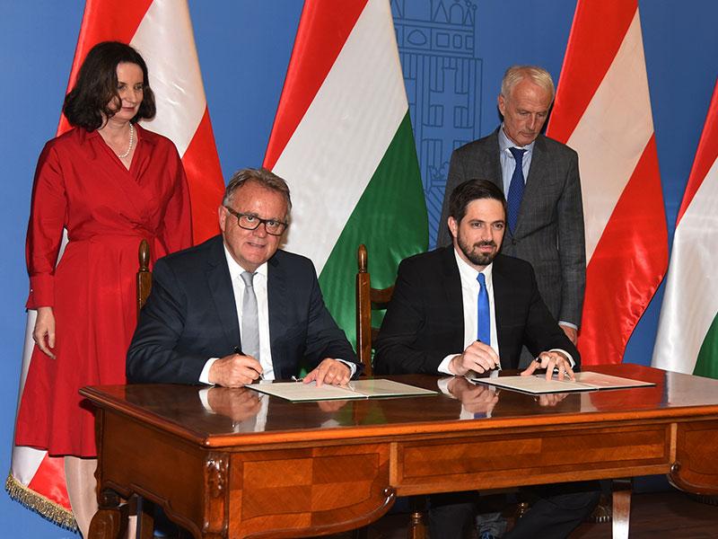 LHHans Niessl und Levente Magyar, Staatssekretär im Ministerium für auswärtige Angelegenheiten und Handel