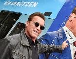 Arnold Schwarzenegger mit Autogramm auf Straßenbahn