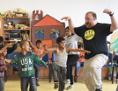Romakinder aus Luník IX spielten Theater mit US Schauspielern