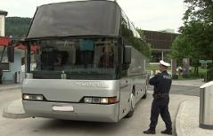 Polizei kontrolliert Reisebusse