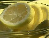 Zitronenscheiben in Schüsselchen