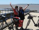 Ingrid Mayer und Helli Renisch an der Loire-Mündung in St. Nazaire