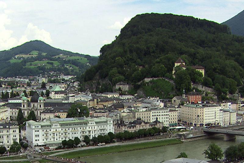Blick auf den Kapuzinerberg und die rechte Altstadt in Salzburg