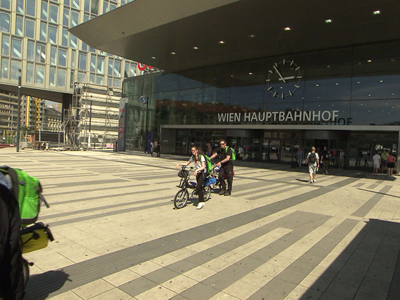 Kaum Schatten am Vorplatz zum Hauptbahnhof