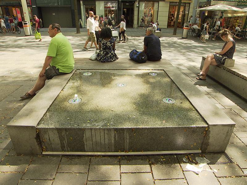 Wassertisch auf der Mariahilfer Straße