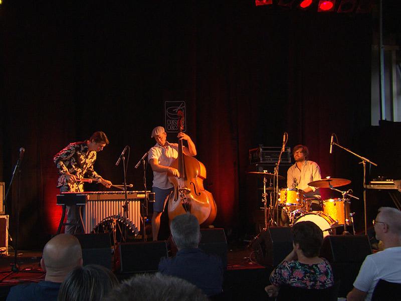 Der britische Vibraphonist Jim Hart mit seinem Cloudmakers Trio