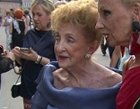 Peggy Weber-McDowell mit ihrer Freundin Eva von Schilgen bei den Salzburger Festspielen