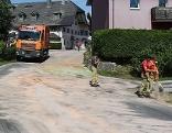Feuerwehr im Einsatz bei der Ölspur im Zentrum von St. Leonhard