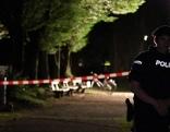 Polizist bei Tatort im Hans Lechner Park in der Nacht nach Schüssen auf 35 Jährigen Serben