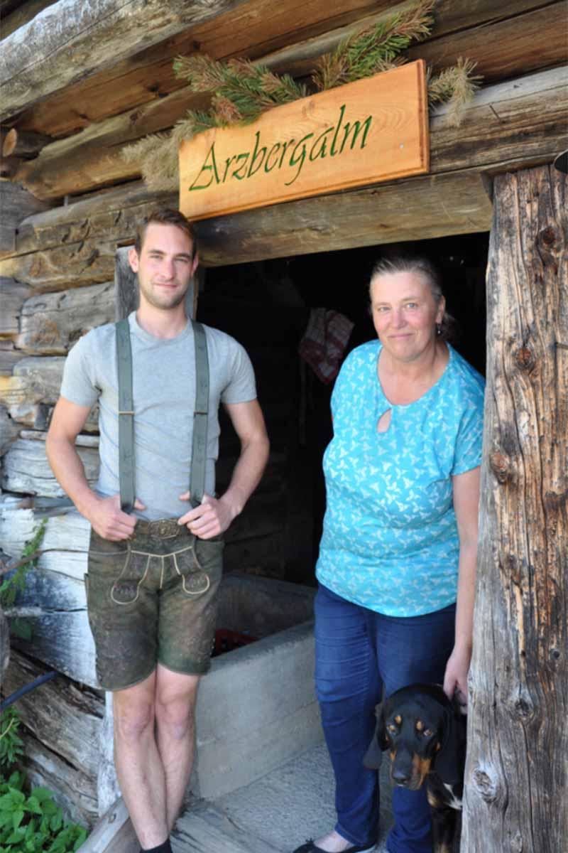 Peter und Claudia, Jäger, Almleute von der Arzbergalm in Filzmoos