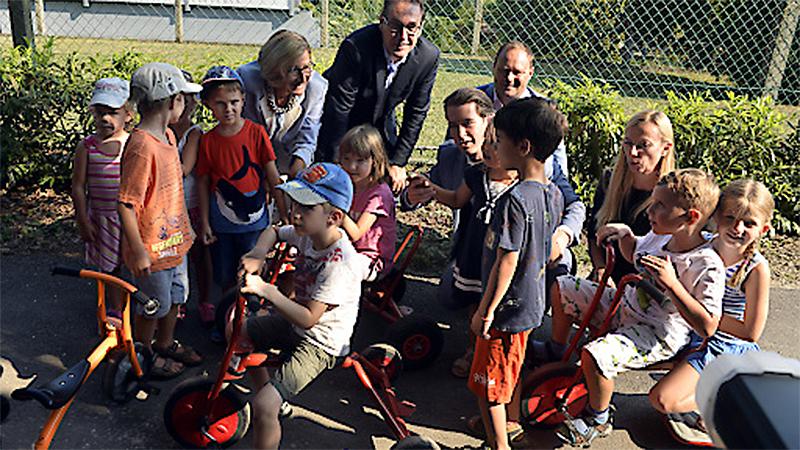 Pressekonferenz Kinderbetreuung Fischamend Kindergarten Mikl Leitner Strache, Kurz Ram Bogner Strauß