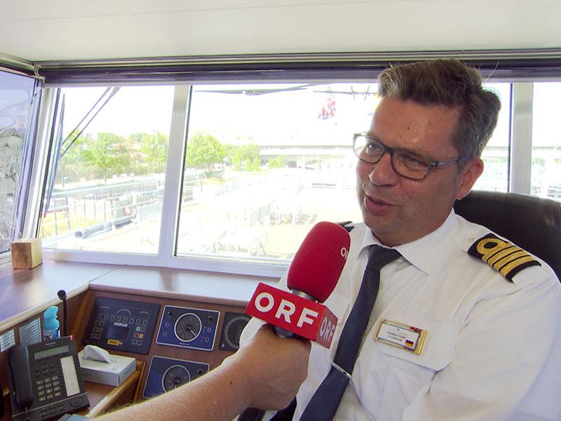 Donau-Niedrigwasser: Kapitäne warten in Österreich auf Weiterfahrt. Im Bild Kapitän Thomas Topf