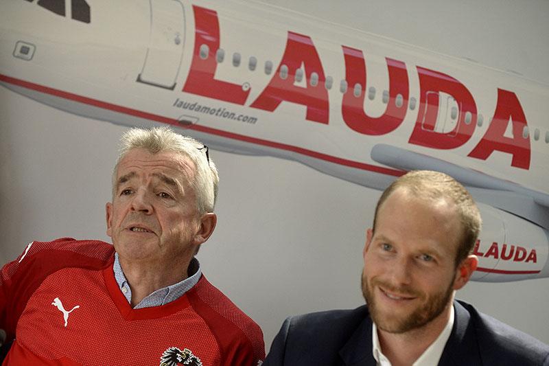 Ryanair-CEO Michael O'Leary und Laudamotion-Geschäftsführer Andreas Gruber (r.)