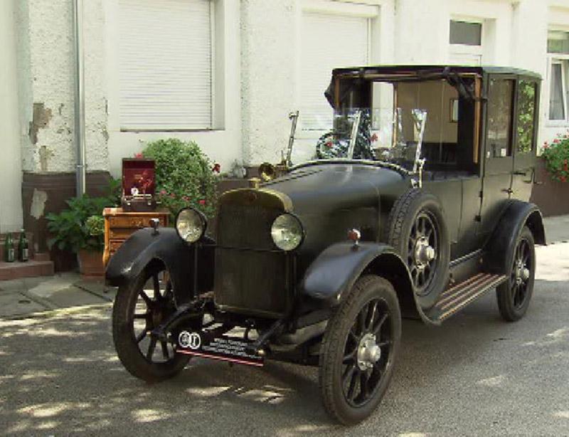 Der 94 Jahre alte Oldtimer D & U Wagen Typ 1 wurde aufwendig restauriert und steht nun wieder an seinem Bauort in Graz. .