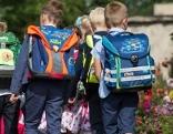 Schulweg Schulbeginn Kinder