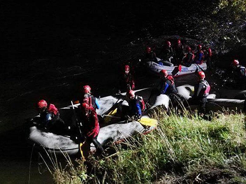 Wasserretter suchen in Tamsweg einen vermissten Angler