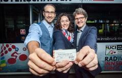 Georg Spazier, Ingrid Felipe und Alexander Jug präsentieren das 'Rad WM IVB & VVT Ticket'
