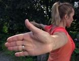 Bei der Übung die Handflächen nach hinten klappen