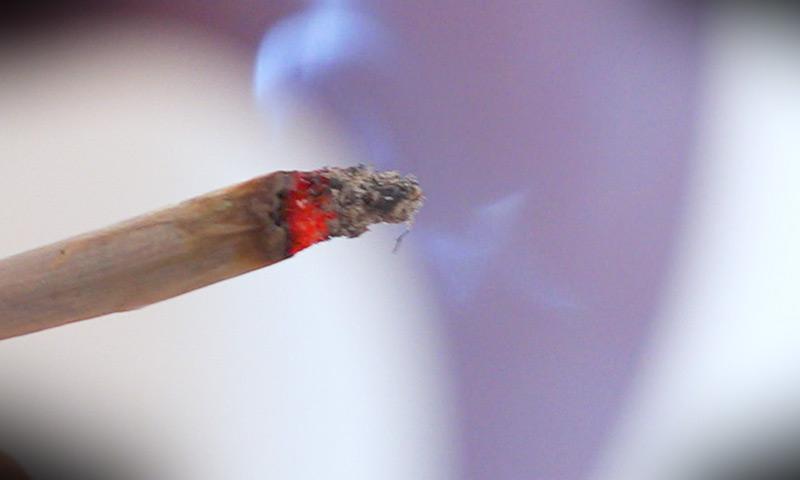 Zigarette aus legalem Cannabis
