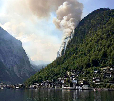 Waldbrand über Hallstatt Echernwand
