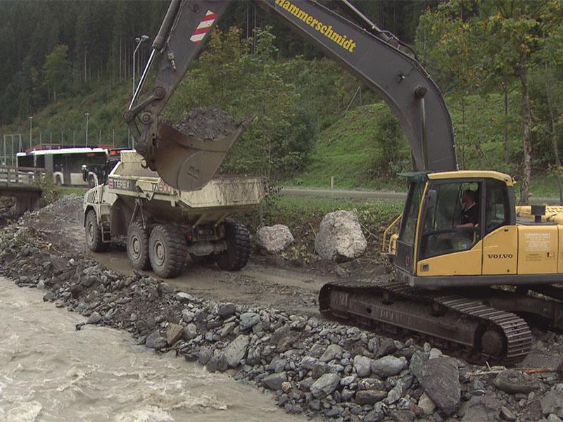 Aufräumarbeiten in Saalbach