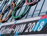 Banner der Kletter-WM vor der Olympiaworld