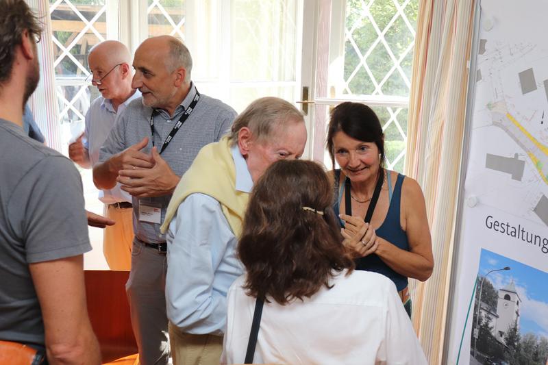 Uschi Schwarzl im Gespräch mit Bürgern