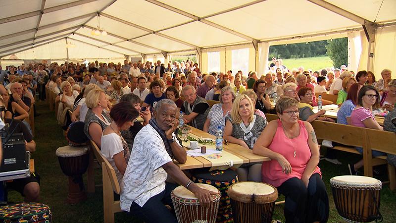 Gäste beim Geburtstagsfest des Sterntalerhofs