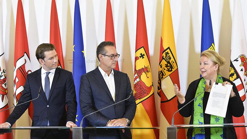 BK Sebastian Kurz (ÖVP), VK Hein-Christian Strache (FPÖ) und Sozialministerin Beate Hartinger-Klein (FPÖ) während der Pressekonferenz zur Sozialversicherungsreform in Wien