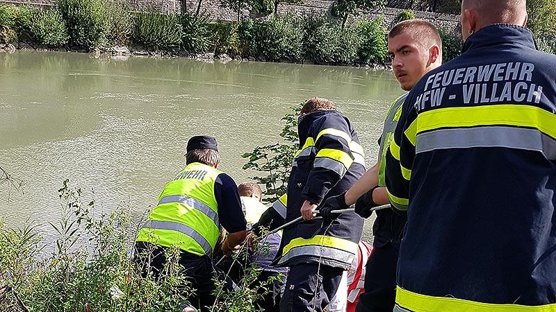 Feuerwehr rettet Mann vor Abrutschen in Drau