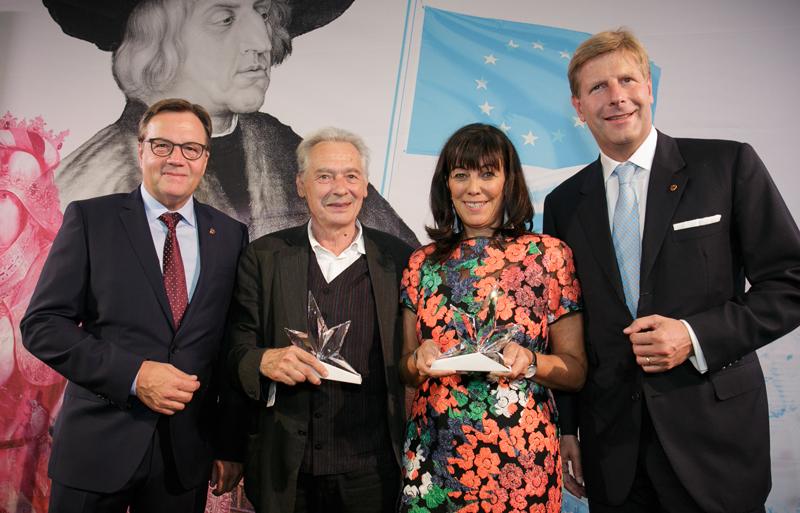 LH Günther Platter, die Pristräger Felix Mitterer und Martha Schultz und der Präsident des Club Tirol, Julian Hadschieff.