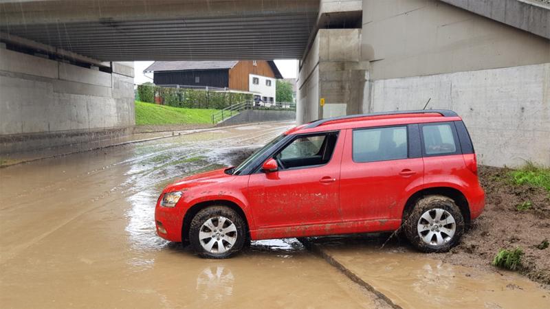 Unterführung St. Florian Auto Überflutet