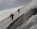 Bergretter auf Gletscher im Sommer
