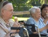 Demenztag,alte Menschen, Heim, Eis