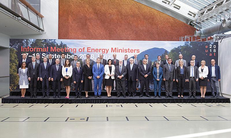 Gruppenfoto anl. einer informellen Tagung der Ministerinnen und Minister für Energie