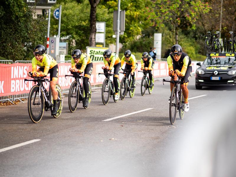 Radfahrerinnen der WM am Rennweg