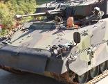 Panzer auf Autobahn