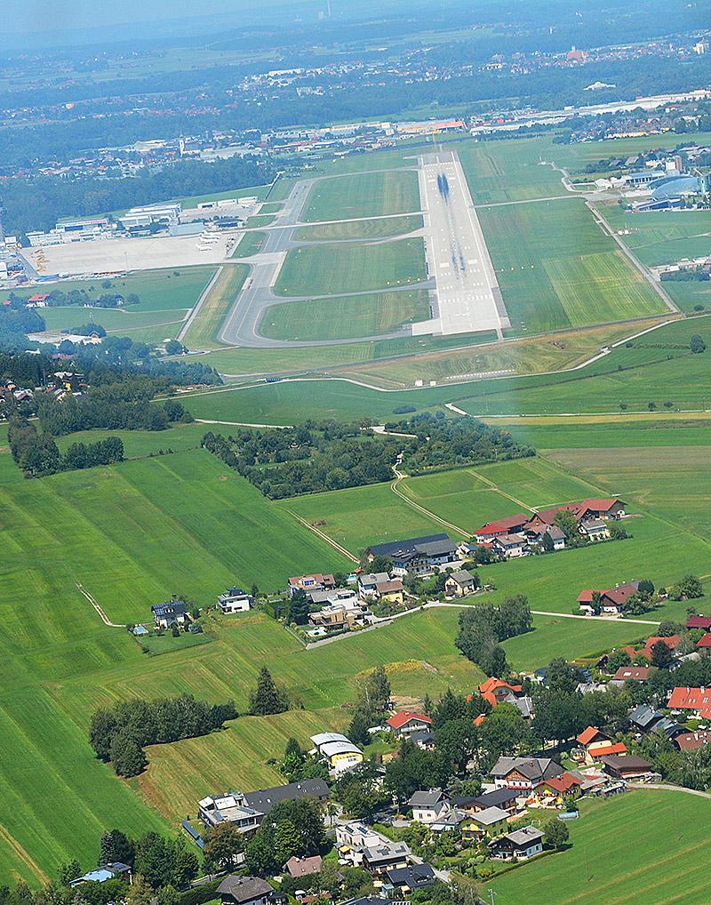 Salzburg Airport Piste 33 Anflug von Süden LOWS Flughafen