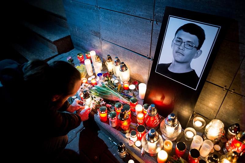 Bild von Opfer und Kerzen