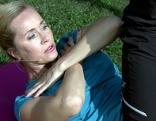Doresia Krings bei der Bauchmuskelübung
