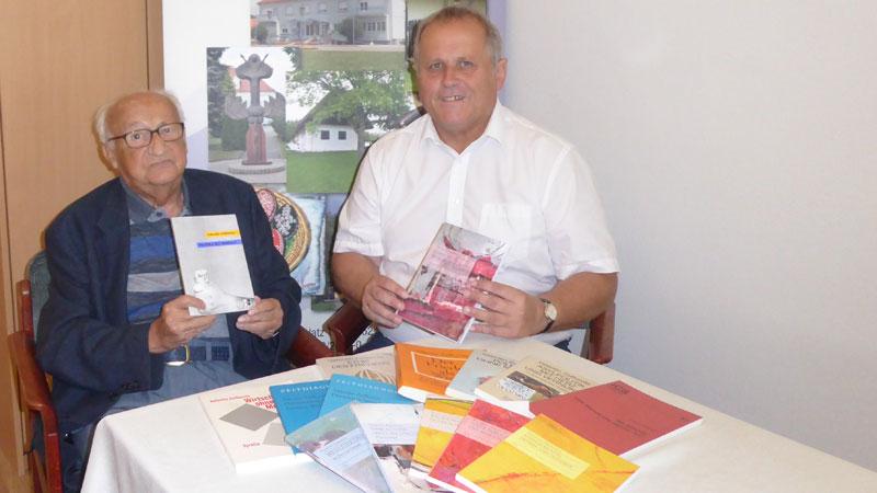 Valentin Živković predao knjige Stinjakom