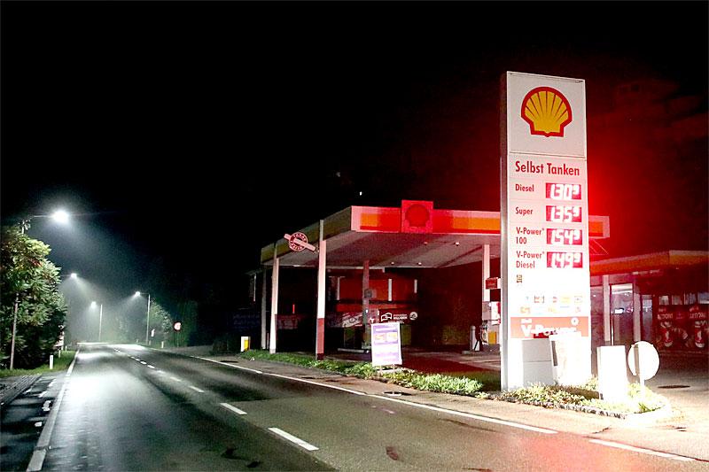 Tankstelle in der Nacht