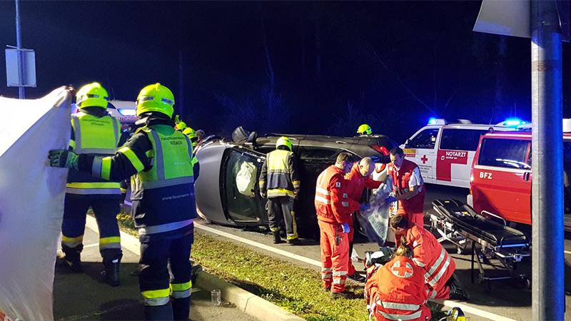 Unfall Villach V Club Perau Auto überschlagen