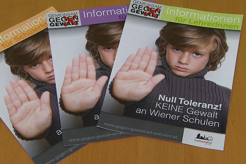 Folder gegen Gewalt an Schulen