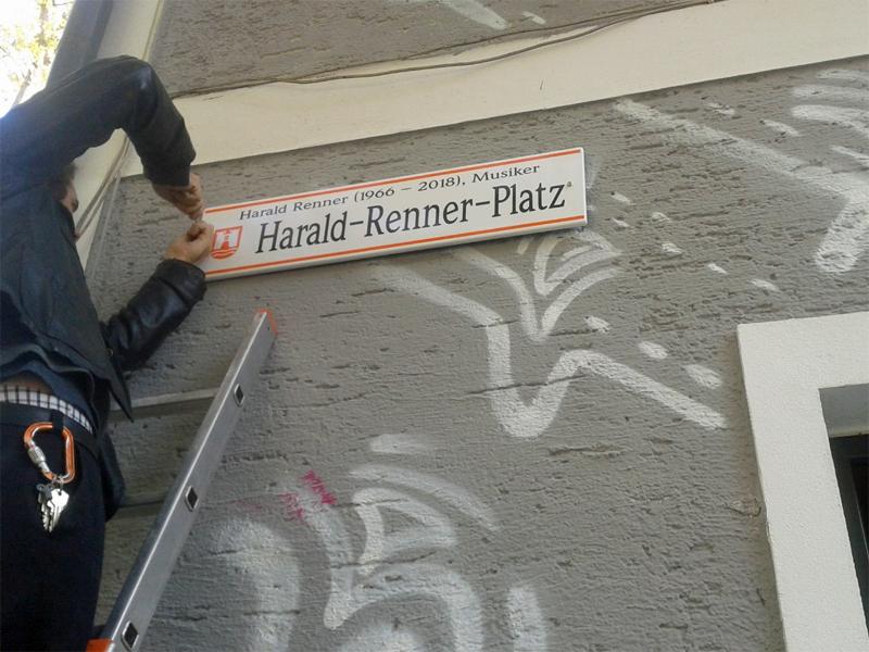 Harald-Renner-Platz Huckey Texta