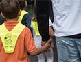 Prvi šolski dan šole otrok šolar spremstvo starši uslužbenec javni dopust