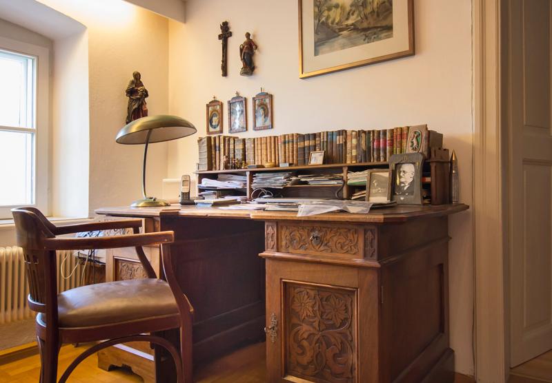 Alter Schreibtisch in der Villa Rosenegg