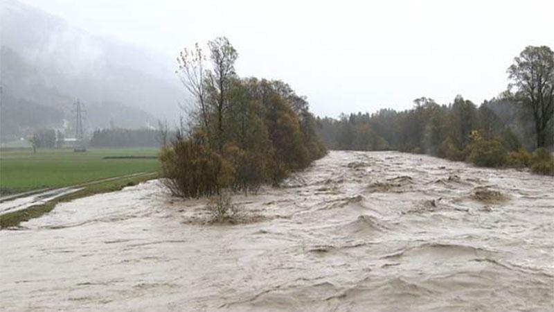 Gail-Fluss tritt über Ufer